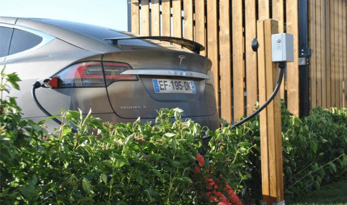Installation borne de recharge Rossini Energy pour véhicule électrique